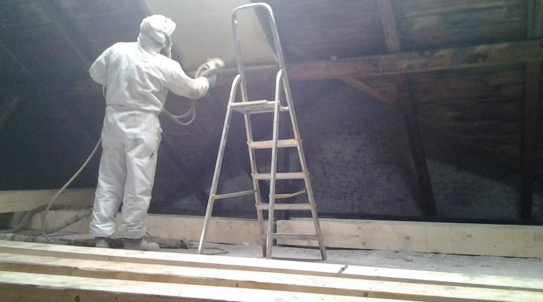 zateplení podkroví stříkanou pur izolací