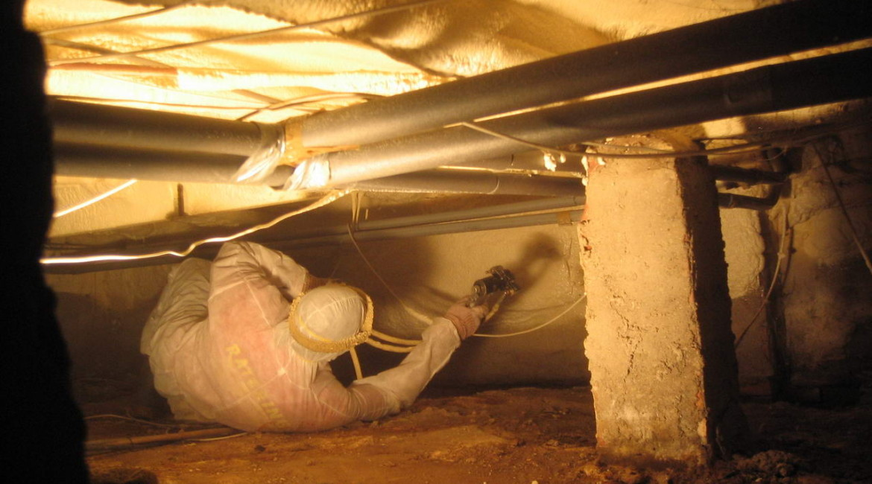 zateplení stropu sklepa stříkanou izolací