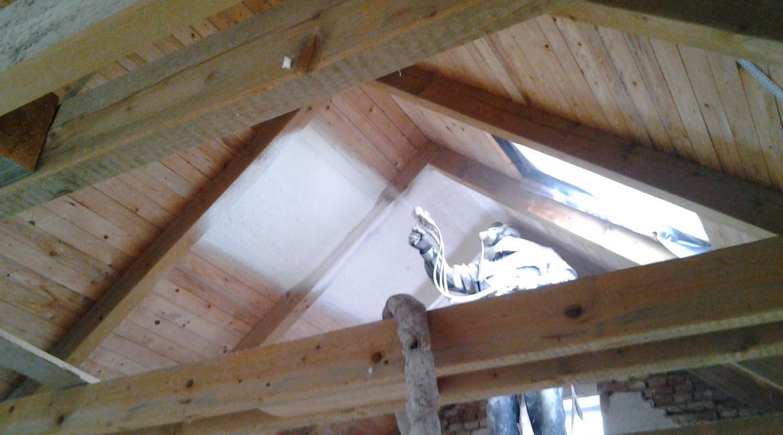 zateplení střechy PUR nástřikem
